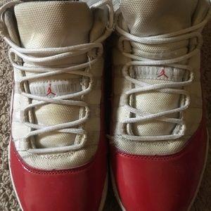 Jordan 11 low varsity red